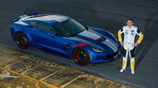 Tommy Milner版本采用了埃尔克哈特湖蓝的深颜色,前翼子板、轮圈以及卡钳都采用了红色,视觉冲击力极强。内饰则采用了乌黑麂皮和红色安全带。