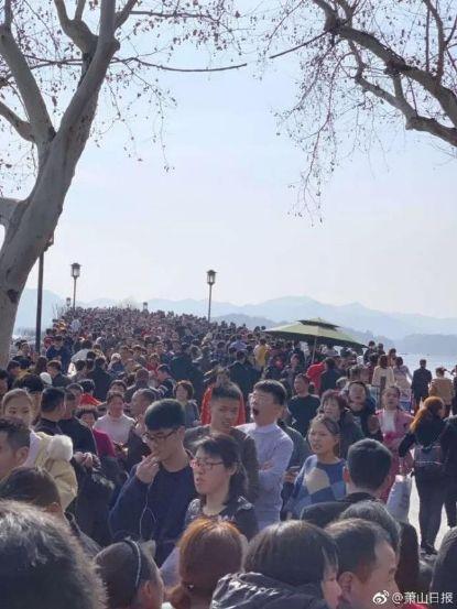 春节旅游火火火!这座古城瞬时岑岭近9万人:汗青第一,热门景点满是大家人