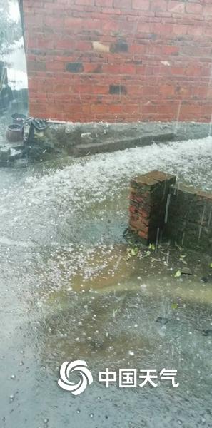 湖南永州东安遭冰雹袭击