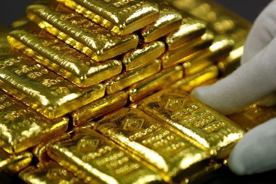世界黄金协会(WGC)今年早些时候发布报告称,2018年,各国央行购买了651.5吨黄金,同比增长74%,净买入量达到了1971年后的新高。