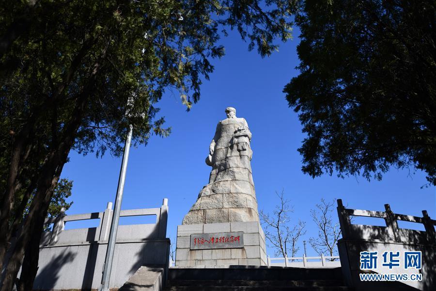 这是4月10日在河北省迁西县拍摄的引滦入津工程纪念碑。新华社记者李然摄
