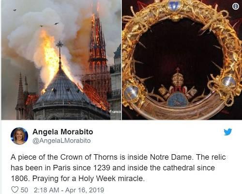 每经小编注意到,巴黎圣母院目前正在进行大规模的翻新工程,工程价值达600万欧元。就在上周,起重机还临时吊起了几个尖塔上的雕像,显示翻修工程量并不小。