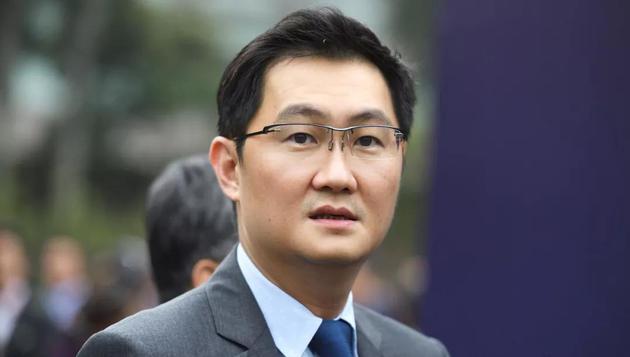 在热闹的中国科技圈,和其他人相比,马化腾一直十分低调。但由于腾讯的即时通讯类手机应用微信拥有十亿用户,他的影响力遍布全球。