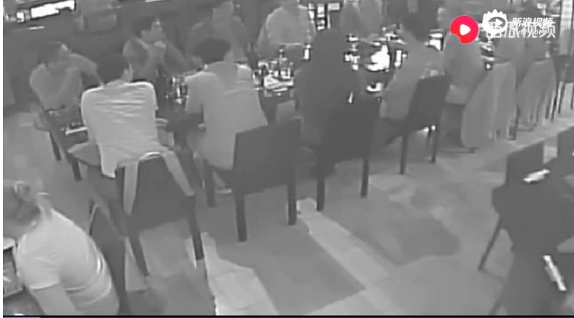 """刘强东案女方公布视频?#21697;?#23616;上被""""劝酒19次"""""""