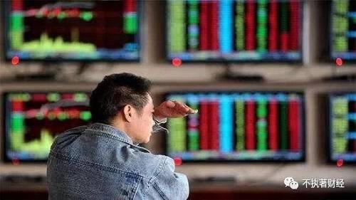 再者,近期A股市场的成交量在急剧萎缩,由原来的万亿以上规模,一下子降到了现在的两市合计成交仅有6240亿元。
