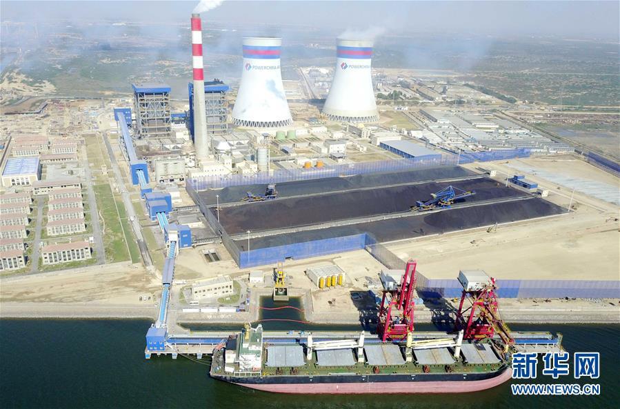 这是巴基斯坦卡西姆港燃煤电站全景(2017年11月28日摄)。 新华社记者 刘天