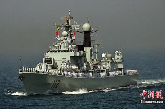 """图片:改装后的""""哈尔滨""""舰加强了近防能力,换装了730近防炮。"""