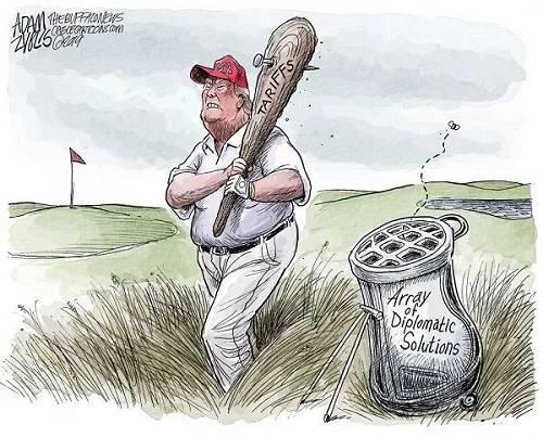 """【""""大棒总统""""】""""高尔夫球手""""特朗普总统的""""社交解决方法""""球袋一无所有,他手中就拿着一根""""关税""""大棒,四处乱挥。(美国报刊漫画家协会网站)"""