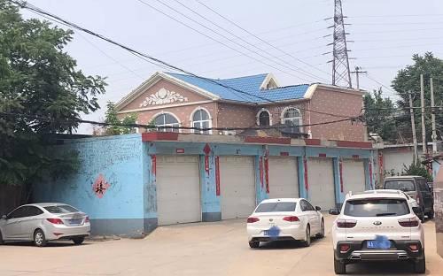 微水村村支书刘吉平的一处别墅,有5个车库。新京报记者 向凯 摄