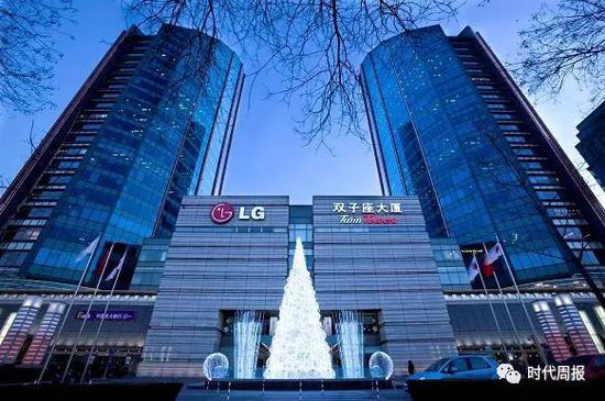 韩国电子巨头LG在中国卖手机,连年亏损,现在几乎要退出中国了。令他们自己没想到的是,做生意没赚到钱,到最后靠卖楼倒是能大赚一笔。
