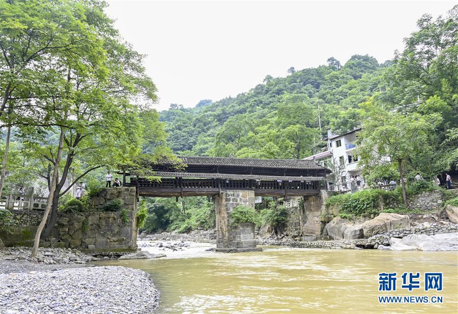 位于重庆市綦江区石壕镇的红军桥(7月15日摄)。 新华社记者 刘潺
