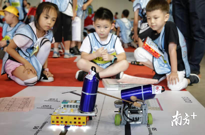 """广州怎么<a href='https://www.yyjt360.com/gongsizhuceleixing/' target='_blank'><u>注册公司</u></a>机器人""""大战""""在从化打响!RoboRAVE 国际教育机器人大会全球总决赛开赛"""