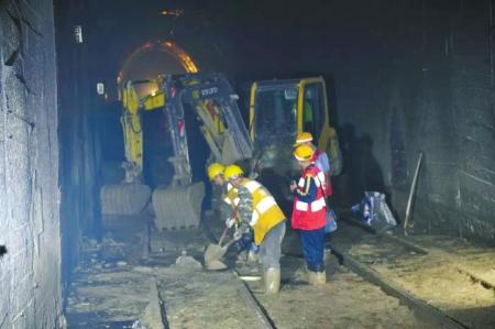 成昆铁路突发岩体崩塌 部分抢险人员失联