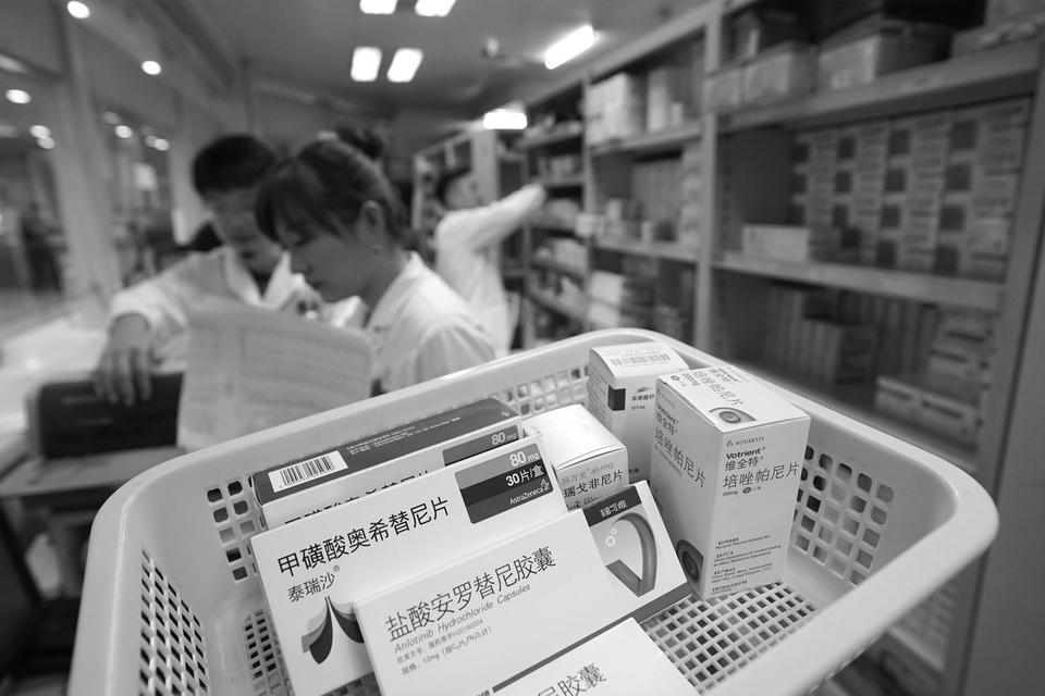 药品管理法修订草案二次审议稿:重新界定假药劣药范围 疫苗不得在网络销售