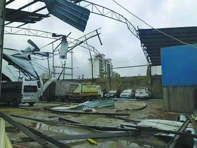 海南儋州遭龙卷风袭击8人亡