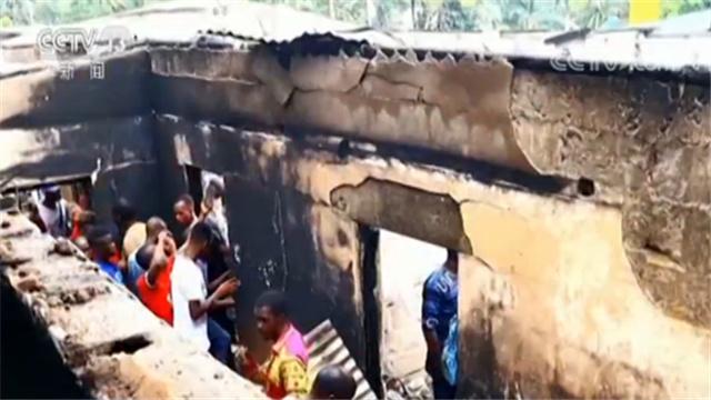 电线短路引发大火?利比亚一学校发生火灾