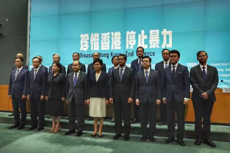 香港特区政府行政长官林郑月娥宣布引用紧急情况条例订立《禁止蒙面规例》,将从5日起实施。(央视记者 梁慧 朱丹)