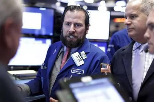 凌晨惊魂!特朗普又搞事,美股暴跌450点,恐慌指数飙涨20%!A50跳水人民币急跌300点,黄金飙升!