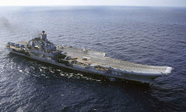 """原料图:俄""""库兹涅佐夫""""号航母在巴伦支海航走。 新华社/美联"""
