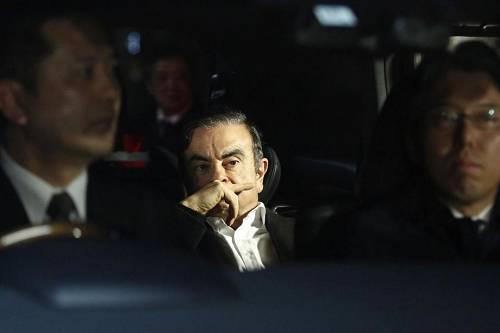 但是在2018年,当戈恩担任雷诺汽车董事长兼CEO的相符同即将续约时,情况发生了转折。 多年来,戈恩一向在阻截法国方面请求转折该联盟组织、从而使联盟长期化的企图,而现在他期待获得法国对他赓续担任雷诺领导职务的声援。 雷诺在2018年2月15日的一份音信稿中称,戈恩准许幼幅下调薪酬,并准许采取武断措施使联盟不可反转。法国总统马克龙的当局一向在推进这两家公司更严密地结相符,所以也声援戈恩续约。