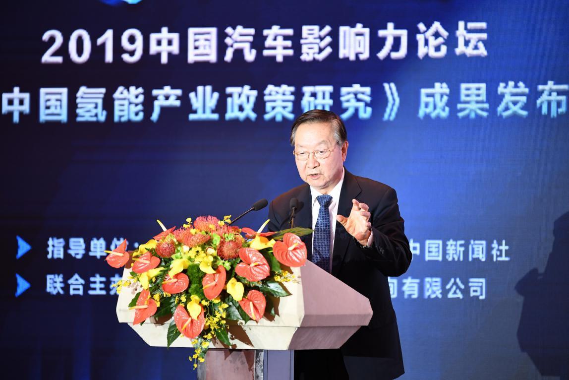 (工业和信息化部原部长、中国工业经济联合会会长李毅中)