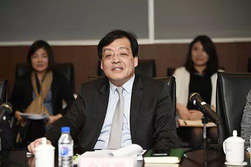 中国银行业协会副秘书长白瑞明出席会议并讲话