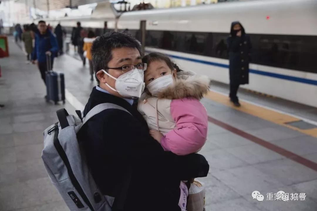 1月21日,站台上的旅客。摄影/新京报记者 李凯祥