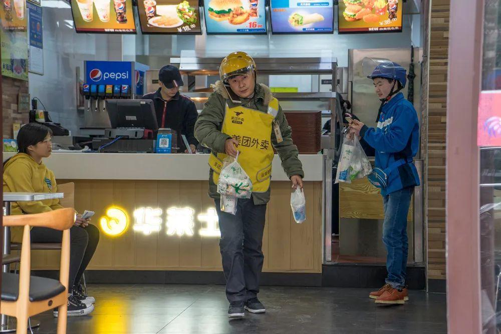 """代运营好还是自运营好:餐饮业遇""""黑天鹅"""" ,外卖成""""救命稻草""""?近10万家门店新开通外卖!"""