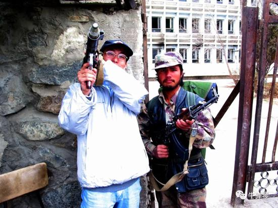 美国人噩梦,从最先益似就注定了。那时在喀布尔,市区在美国和盟军手里,但周围的大山里,就是塔利班的营地。