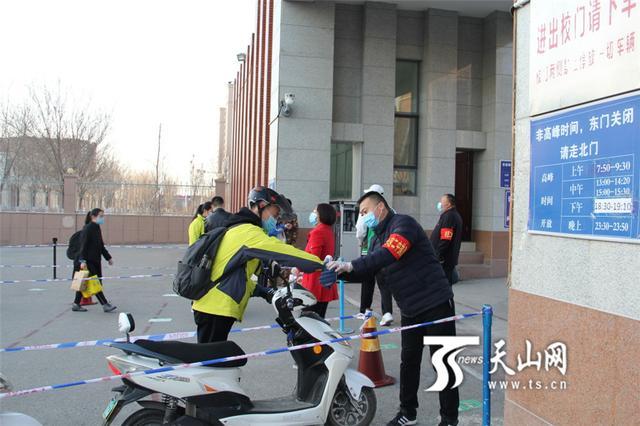 开学了!新疆初三、高三、中职毕业班学生在明媚春光中迎接新学期