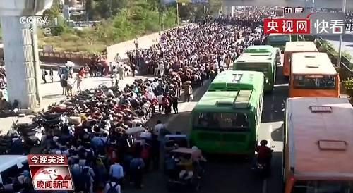 由于跨省邦的公共交通服务暂停,路程最远的农工将徒步300公里。