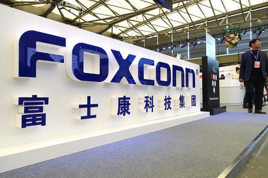 新浪科技讯 北京时间4月8日下午消息,据外媒报道,苹果的合作伙伴富士康将在美国生产制造呼吸机,以协助抗击新冠病毒疫情。