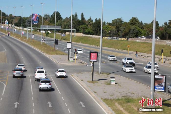 南非疫情重灾区加大执法力度 三天逮捕超800人