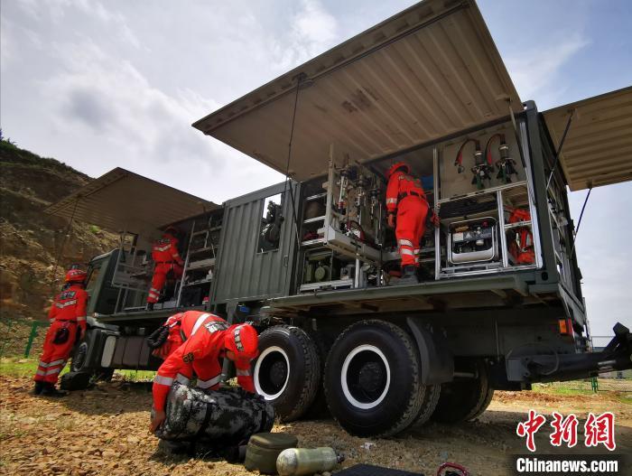 武警官兵开展地震救援演练 锤炼应急救灾能力