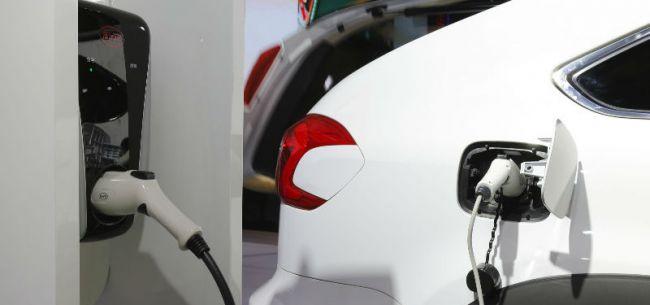 比亚迪上半年销量下滑30% 预测新能源板块即将走出低谷
