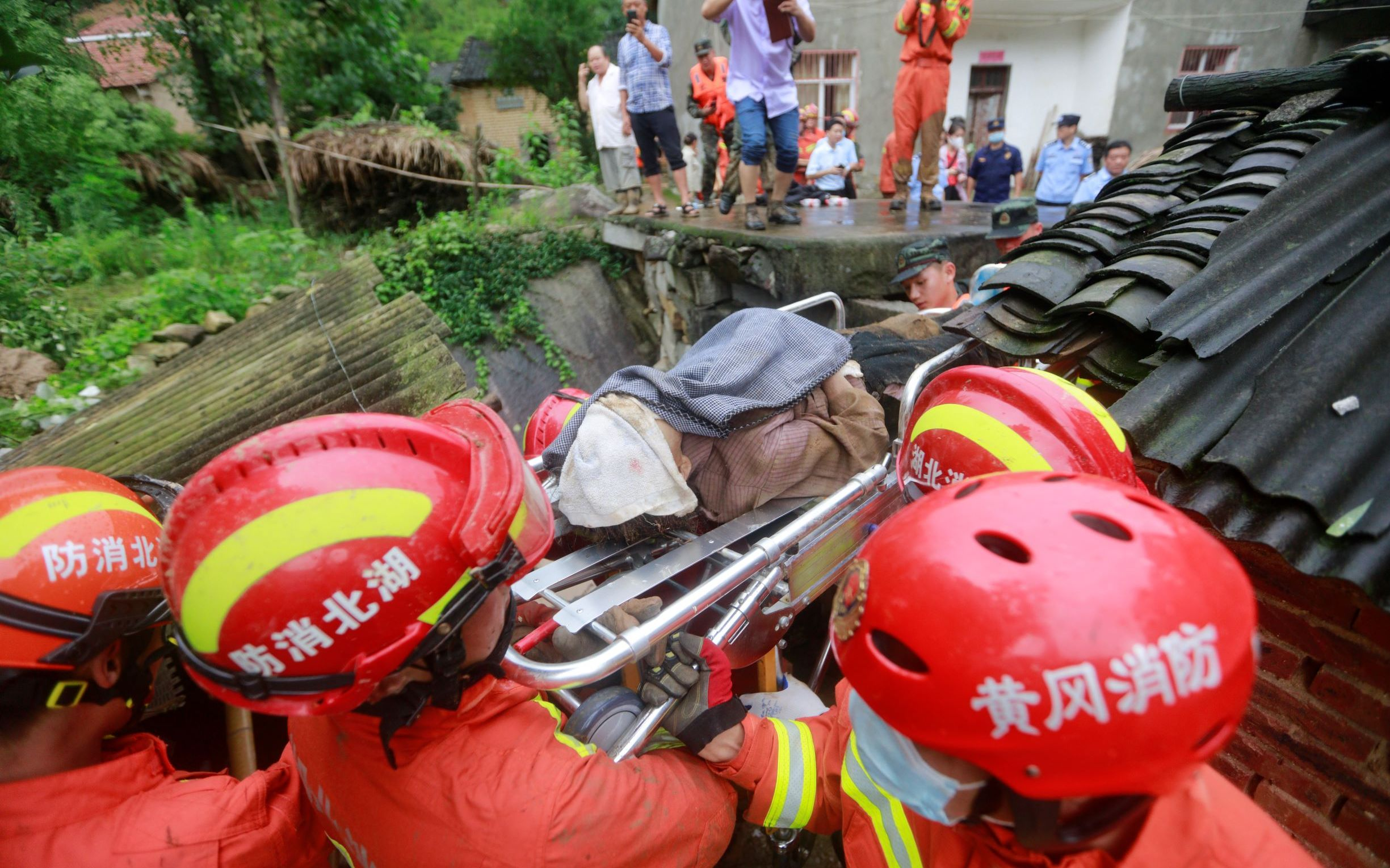 黄梅山体滑坡9人被埋1人获救,救援者讲述营救过程