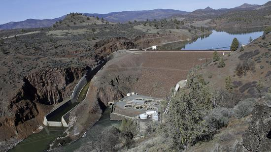 加州州长呼吁巴菲特支持拆水电站拯救三文鱼
