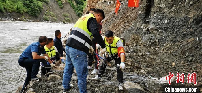 暴雨致四川省高速公路5处阻断 12条国省道仍未抢通