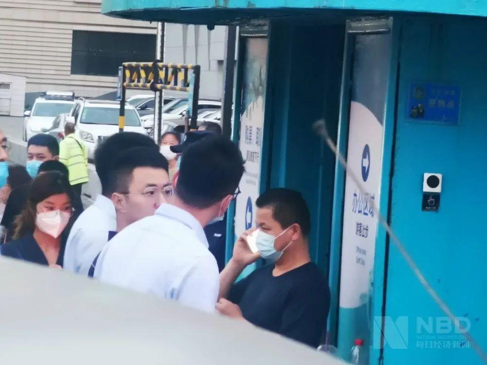 """股东会开完,救护车入场,大连圣亚内斗上演""""全武行"""""""