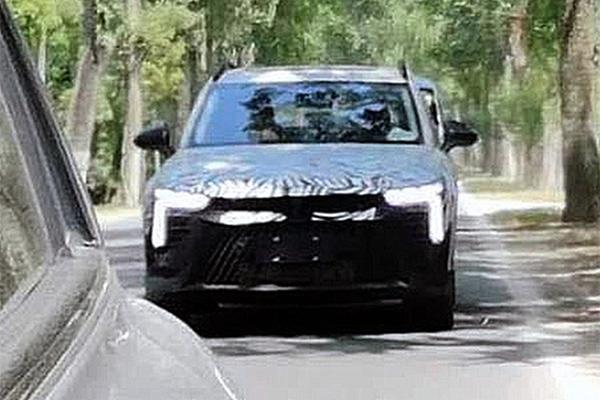 有望命名T55 奔腾全新紧凑型SUV路试谍照曝光
