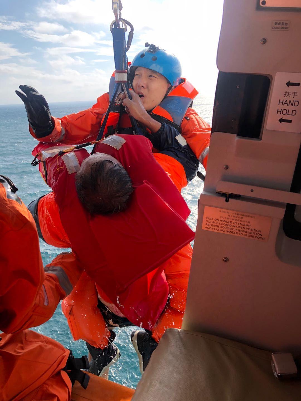 福建一渔船在汕头海域触礁 ,6人获救4人遇难4人失联