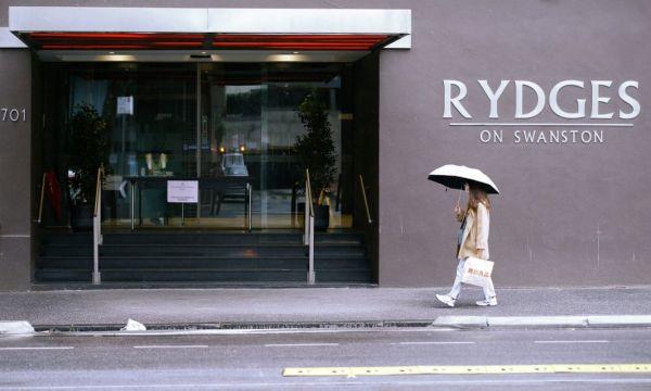 澳大利亚疫情调查:酒店隔离计划失败 致1.8万人感染