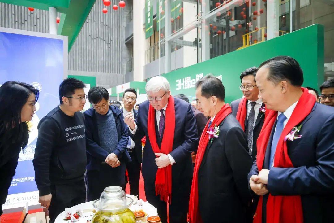 陆克文阁下、陈放主席、刘汉元主席点赞东坡泡菜