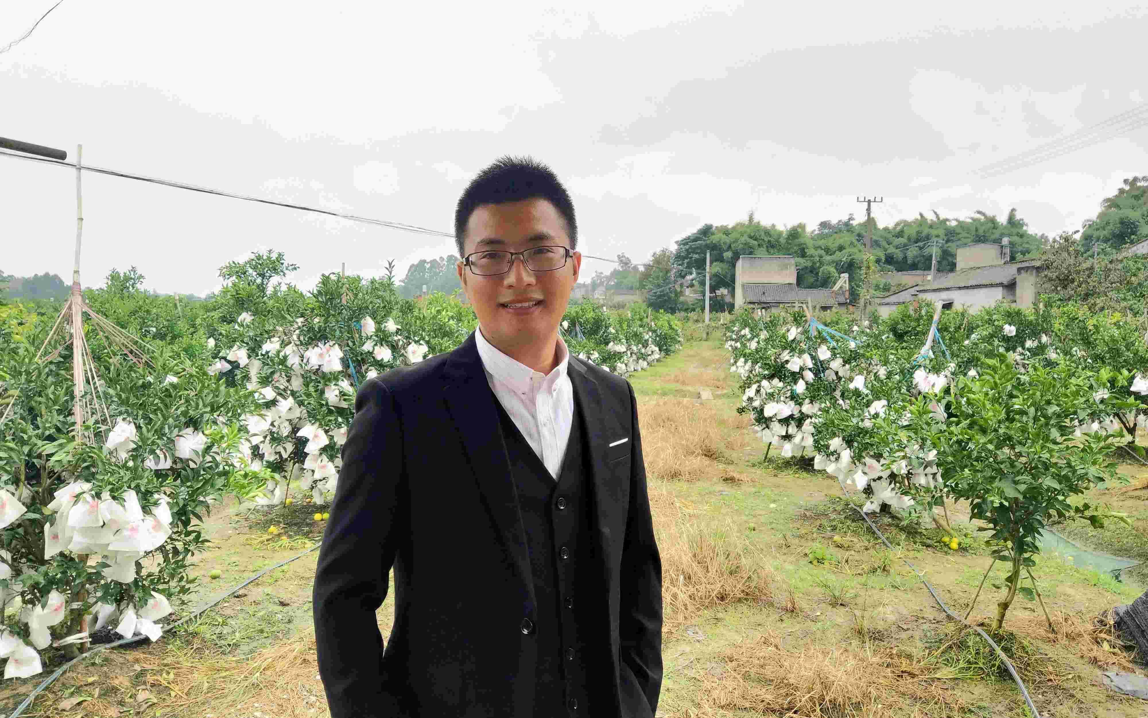 """985硕士辞职当农民:我只是不务""""专业"""",农业也是正业"""