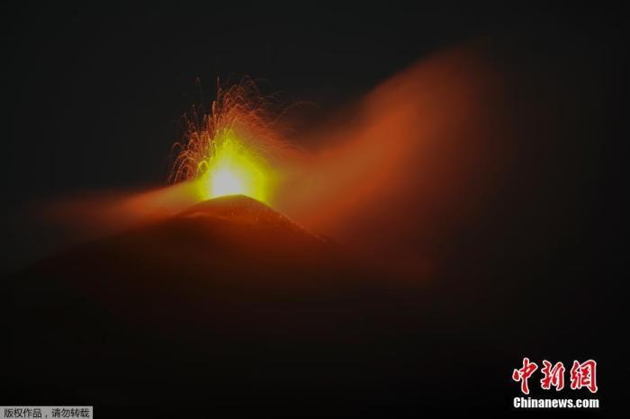 危地马拉帕卡亚火山喷发期将至 疫情下公园难开放