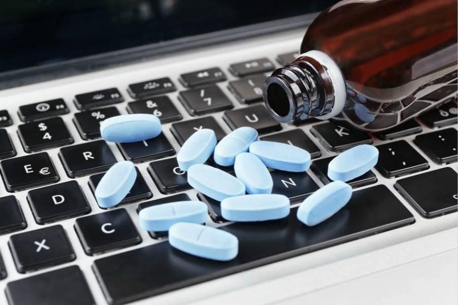 《卖药》卖了3000亿 第一天股价暴涨50% 超越阿里健康 刘想再创一个JD 计算机输出缩微胶片