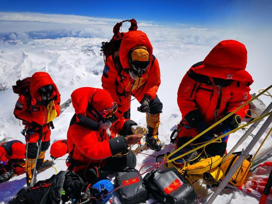 往更高处长、往长春北京方向移动――来自海拔8848.86米的报告