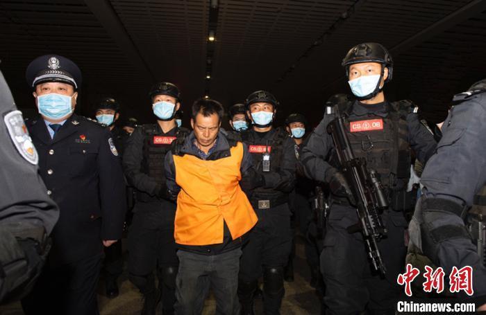 11年前致6死2伤 公安部A级通缉令逃犯张承禹被押解回长沙