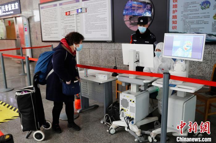 上海铁路警方疫情防控不松懈