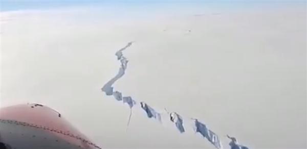 南极一面积比纽约还大的冰山断裂:超级裂缝 触目惊心